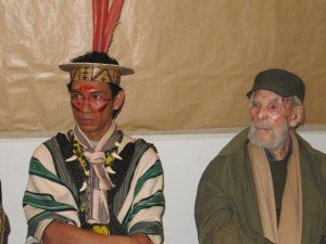 Chef indien du Brésil Benki Piyâko et Frans Krajcberg