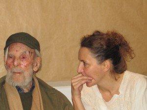 Frans Krajcberg et Julie Binet, directrice de l'Espace Krajcberg
